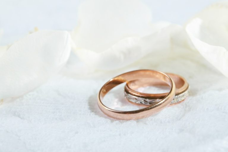 close up picture of wedding rings