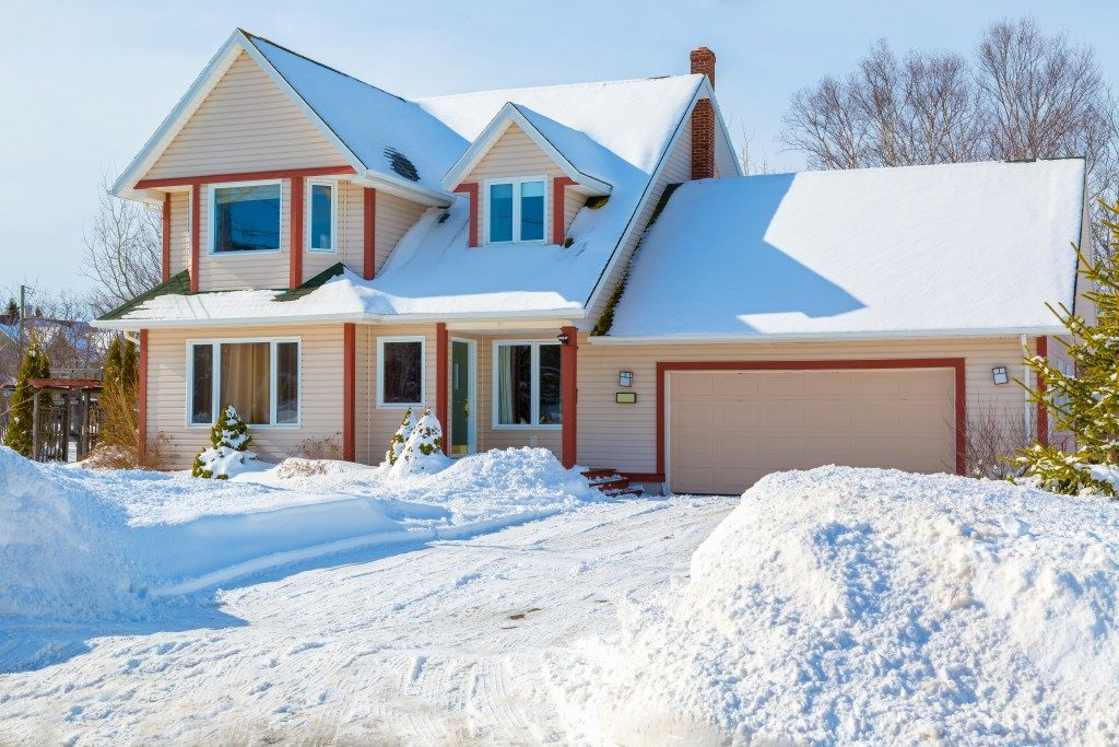 A family home in a north American suburb covered in snow