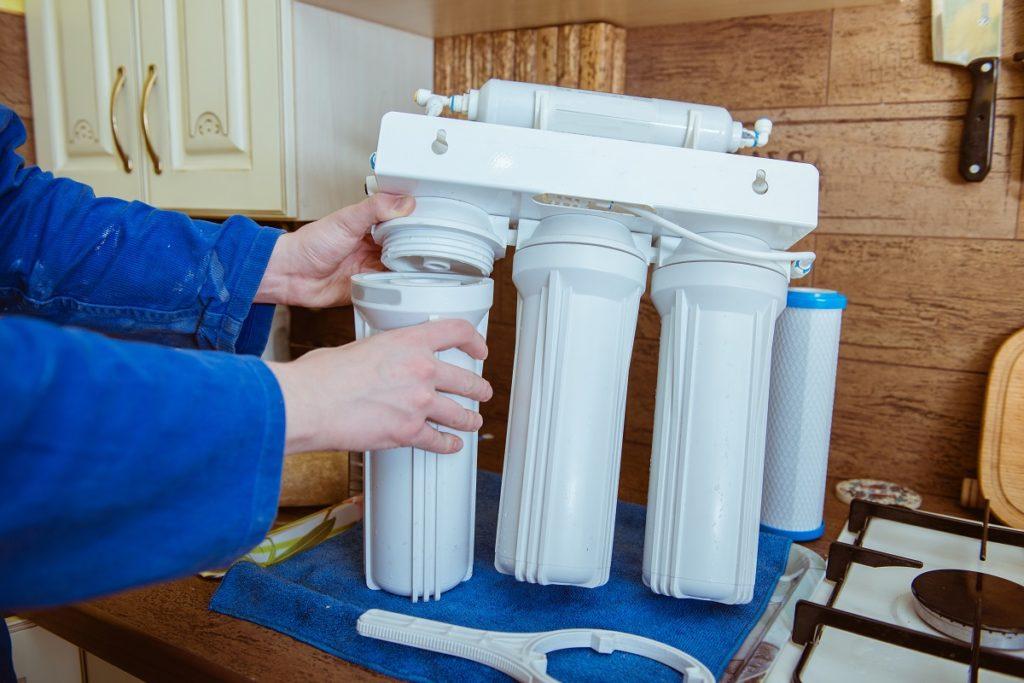 Man installing water filter