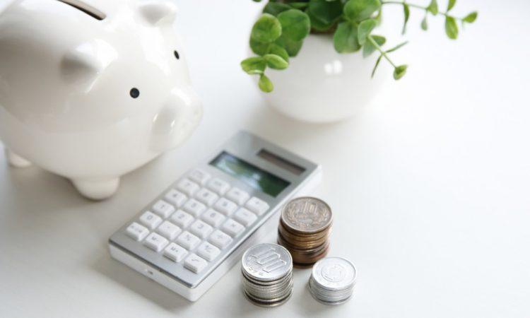 piggy bank, money, and a calculator