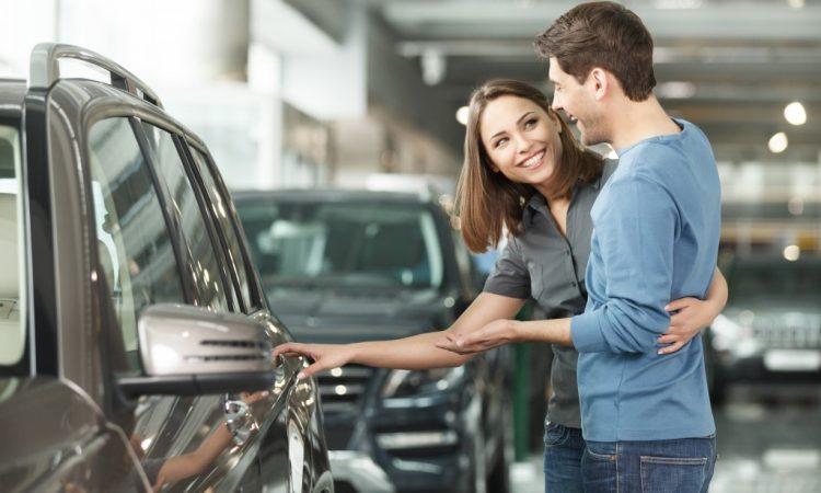 Couple choosing a car